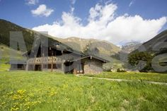 Borda del Pi Canillo Featuring a garden with a barbecue, Borda del Pi is a detached villa located in Canillo. The property features views of the mountain and is 900 metres from Ice Palace of Andorra. There is a seating area and a kitchen equipped with a dishwasher.