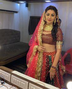 Bollywood, Sriti Jha, Kumkum Bhagya, Bride Portrait, Tv Actors, Television Tv, Crazy Makeup, Indian Outfits, Indian Beauty