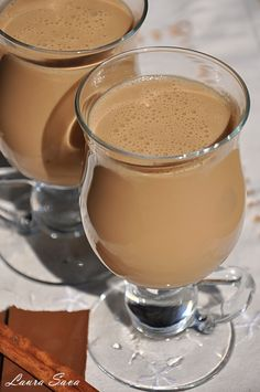 Irish Cream Smoothie Diet, Healthy Smoothies, Irish Cream, Fresco, Delicious Desserts, Dessert Recipes, Tea Cafe, Good Food, Yummy Food