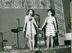 Efemérides de Madrid. 5 de abril.  Encarna Sánchez junto a Rocío Durcal antes de una actuación (Fuente elblogdepacobanegas) http://elblogdepacobanegas.es/index.php/mi-archivo/archivo-fotografico/7-curiosidades-de-mi-archivo