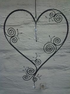 Dyi Crafts, Wire Crafts, Sun Catcher, Wire Art, Metallica, Wind Chimes, Painting & Drawing, Handmade Jewelry, Hearts