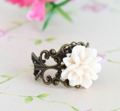 Ivory Flower with vintage dark spirally band