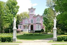 Beautiful Home Designs Ideas Colored Pink Pink Houses, Old Houses, Beautiful Home Designs, Beautiful Homes, Pink Love, Pretty In Pink, Cute House, Second Empire, Shabby Chic Pink