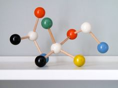 Wooden atom set