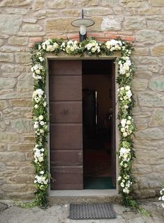 Choosing The Flower Arrangements For Church Wedding Church Wedding Decorations, Garland Wedding, Flower Decorations, Wedding Doors, Wedding Entrance, Wedding Flower Packages, Wedding Flowers, English Country Weddings, Decoration Entree