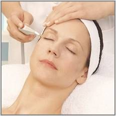The Nora Bode oxygen therapy treatment starts on decolleté, neck and face and all the problemzones: around the mouth and lipps, around the eyes and wrinkless on forehead and cheeks