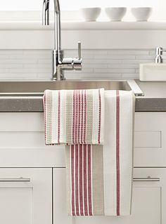 Shop our stylish, high-quality dish cloths, cleaning cloths, tea towels, and sponges made of absorbent materials for a clean and functional kitchen! Dish Towels, Tea Towels, Loom Weaving, Hand Weaving, Weaving Projects, Linens And Lace, Weaving Patterns, Weaving Techniques, Stripes Design