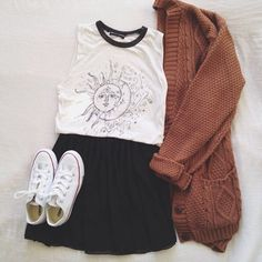 rust knitted cardigan cardigan fall outfits muscle tee moon and sun sun moon converse black skirt outfit outfit idea cable knit oversized cardigan tank top black white top shirt blouse collar shorts coat shoes skirt face white top sweater Style Hipster, Hipster Grunge, Grunge Look, Soft Grunge Style, Grunge Fashion Soft, Black Grunge, Look Fashion, Winter Fashion, Fashion Outfits