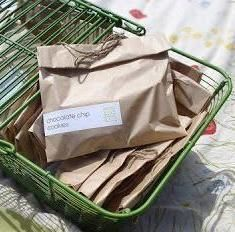 Don't just brown bag it! Use Avery address labels to create this cute food packaging idea.