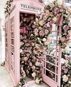 Pink London Phone Booth with Flowers Love it or Hate It, Its Valentine's Day. I hate it. So Why am I writing about it? Because London looks so pretty in pink. Pretty In Pink, Beautiful Flowers, Hello Beautiful, Pink Love, Pretty Art, Pale Pink, Flower Aesthetic, Peach Aesthetic, Aesthetic Photo