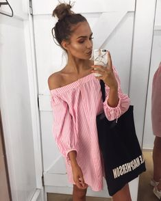 """Alicia Roddy na Instagrame: """"⛱ My new Youtube video clothes haul is up - it includes where this dress is from with a direct link to it and all the other items - link in my bio now!"""""""