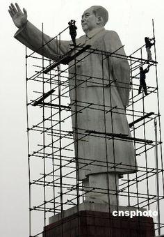 Kashgar's Mao Statue under construction