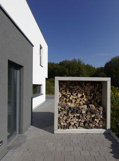 Fachwerk4   Architekten BDA, Haus W, Montabaur, Kaminholzregal Sichtbeton