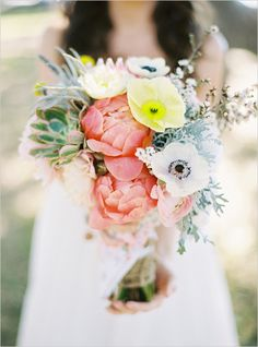 organic wedding bouquet #bouquet #bridalbouquet #weddingchicks http://www.weddingchicks.com/2014/03/07/free-printables-2/