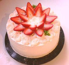 Pink fresh strawberry cake Fresh Strawberry Cake, Decadent Cakes, Taco Soup, Menu, Sweet, Desserts, Recipes, Food, Menu Board Design