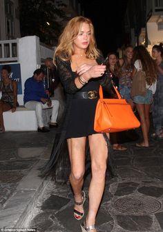 Lindsay Lohan wearing Chanel Belt and Celine Edge Bag in Original Leather Girl Celebrities, Beautiful Celebrities, Beautiful Actresses, Celebs, Very Short Dress, Short Dresses, Lindsay Lohan Style, Nice Legs, Star Fashion