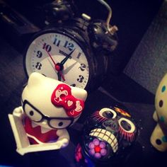 #hellokitty #kitty #sanrio #japon #hipster #nerd #hello #iloveit #love #happy #gift #happy #nice #night #skull #draw #reading #glasses #dark #black #watch #design #art #room
