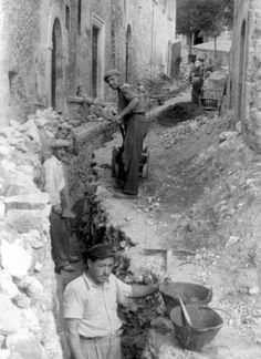 Italian Vintage Photographs ~ #Italy #Italian #vintage #photographs ~ Italian City of Roccacasale: Men at work.