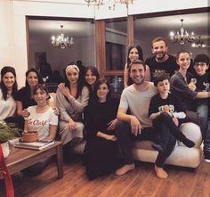 Bı resim daha 💙😍 #SenAnlatKaradeniz Stranger Things Kids, Turkish Beauty, Videos Online, Bridesmaid Dresses, Wedding Dresses, Turkish Actors, Instagram Images, Instagram Posts, Celebs