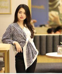 Batik Kebaya, Batik Dress, Blouse Batik Modern, Batik Blazer, Muslim Fashion, Korean Fashion, Mode Kimono, Casual Mode, Kimono Design