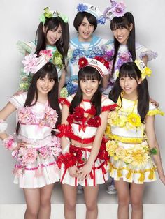These are MOMOIRO CLOVER Z from Japan! I love their colorful costumes. Which one do you like? I think, I'll choose the red! Brave, ...