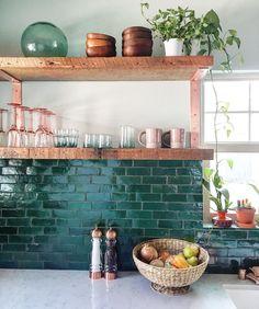28 Green Kitchen Backsplash With Modern Style (20) Cuisines Diy, Cuisines Design, Home Decor Kitchen, Diy Kitchen, Kitchen Modern, Kitchen Cupboard, Funky Kitchen, Green Kitchen Decor, Decorating Kitchen
