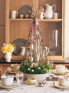 Easy Easter Centerpieces and Table Settings for Spring Holiday are inexpensive spring home decorating ideas that can dramatically transform your rooms on Easter and may last whole year round. Easter Table Settings, Easter Table Decorations, Decoration Table, Easter Centerpiece, Centerpiece Ideas, Easter Decor, Kitchen Centerpiece, Small Centerpieces, Kitchen Decorations