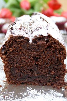 Sündiger Schokoladenkuchen mit Schokostückchen und Vanille