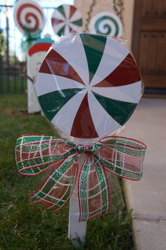 Christmas Lollipops for yard decorations by LollipopsGalore christmas yard ideas Diy Christmas Yard Decorations, Lollipop Decorations, Christmas Yard Art, Christmas Holidays, Christmas Ideas, Etsy Christmas, Christmas Trivia, Christmas Candy, Christmas Ornaments