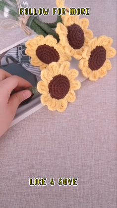 Crochet Sunflower, Crochet Daisy, Diy Crochet, Crochet Crafts, Crochet Projects, Crochet Flower Tutorial, Crochet Instructions, Crochet Flower Patterns, Crochet Doll Pattern