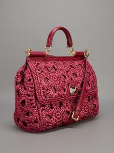 El Örgüsü Dolce Gabbana Çanta Modelleri Bir kadının çantası özel bir şeydir. Bu aksesuarlar kendi kıyafetlerini tamamlamak içindir çünkü kadınlar çanta olmadan yaşayamaz. Trend olmak isteyen herke…