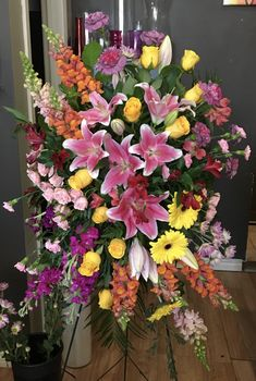 Look at the beautiful yellow roses, yellow gerbera, snap dragon and pink lilies, etc. Heart-touching and elegant.