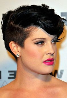 There are few better resources for round features than Kelly Osbourne hairstyles for women with fat face. This celebrity is always open to new things and is constantly reinventing her look. For those hunting for the most flattering cut for their. Pixie Haircut For Thick Hair, Short Hairstyles For Thick Hair, Haircuts For Fine Hair, Round Face Haircuts, Short Pixie Haircuts, Hairstyles For Round Faces, Short Hair Cuts For Women, Pixie Hairstyles, Hairstyles With Bangs