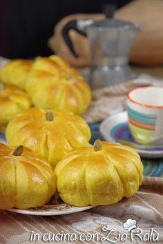 Zucche di pan brioche alla zucca - In cucina con Zia Ralù My Favorite Food, Favorite Recipes, Zia, Pineapple, Pumpkin, Fruit, Vegetables, Tasty, Group