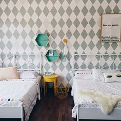 Are you looking for inspiration to decorate your daughter's room? We have 7 phenomenal girls' bedroom ideas for you. From vintage to minimal spaces, you can create a cosy room with a few well-selected products. Pillows, textiles are important to create a warm atmosphere. Lamps, flags, prints and little objects add personality and make the room […]