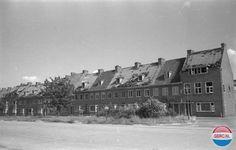 Oorlogsschade aan woningen aan de Johan de Wittlaan in 1945