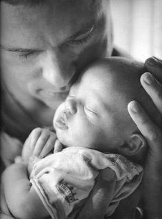 Black and white baby Pic #Celebrity dad #Brad Pitt