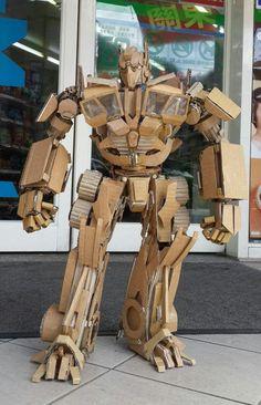Cardboard Optimus Prime by 鍾凱翔 Kai-Xiang Xhong