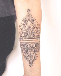 Tattoos Mandalas, Mandala Arm Tattoos, Geometric Sleeve Tattoo, Anklet Tattoos, Elbow Tattoos, Small Arm Tattoos, Neue Tattoos, Bild Tattoos, Body Art Tattoos