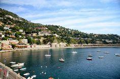 프랑스 남부 코트다쥐르의 로맨틱 해안 빌프랑슈 쉬르메르를 소개합니다. Villefranche Sur Mer, River, Outdoor, Outdoors, Rivers, Outdoor Games