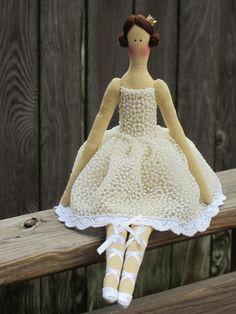 Tela muñeca bailarina blanco muñeca Princesa por HappyDollsByLesya