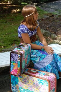 Decoupaged suitcases using Crazy Love Need to make. You wouldn't have any trouble identifying your own luggage at the baggage turnstyle! Cute Suitcases, Vintage Suitcases, Vintage Luggage, Decoupage Suitcase, Decoupage Vintage, Fun Crafts, Arts And Crafts, Crazy Love, Quilting Projects