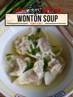 Chinese New Year: Wonton Soup oh Hong Kong dim sum Soup Recipes, Dinner Recipes, Cooking Recipes, Asian Soup, Asian Recipes, Ethnic Recipes, Soup And Sandwich, Asian Cooking, International Recipes