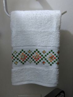 Fajardo, Cross Stitch Borders, Bargello, Blackwork, Embroidery Designs, Elsa, Diy And Crafts, Towel, Hobby