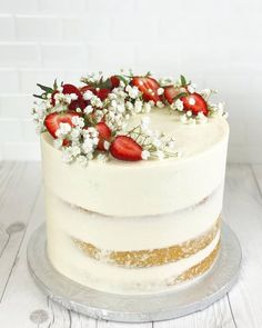 Strawberry Wedding Cakes, Strawberry Cream Cakes, Strawberry Shortcake, Strawberry Birthday Cake, Pretty Cakes, Beautiful Cakes, Nake Cake, Cake Decorating Techniques, Occasion Cakes