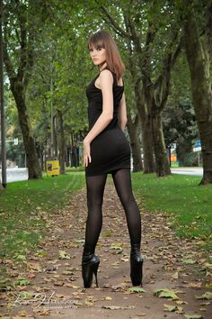 Alexandra Potter, Ballet Heels, Nice Legs, Black Tights, Leather Pants, High Heels, Sporty, Asdf, Hot