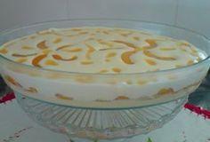 O Creme Gelado é uma sobremesa fácil de fazer que combina dois cremes com pêssegos em calda. Fica uma delícia! Veja Também: Creme de Chocolate Branco com M