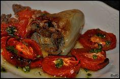 *Pečená paprika a kuracie pečienky*   ...pečená paprika plnená restovanou kuracou pečeňou, cibuľou, slaninkou a jablkami...