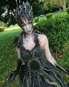 Root of Evil makeup I did today at @sinistercreaturecon on my amazing model @ajabeing She is wear evil lurks. She is the most evil tree from sleepy hollow! She sends the headless horsemen for your head next!!! Everything was created by my team and I at #viciousvanityfx @sarlizan @gruesomelygorgeous @eva.lamorte @nina.zepeda Don't miss tomorrow's class on application makeup!! Sign up now at www.viciousvanityfx.comshop link in my bio. I'll be doing an even bigger makeup tomorrow!! Whooooo!!...