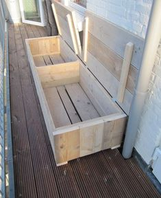 A valve bank made of used scaffolding wood can be a good and good solution on your small balcony! Can be ordered individually at Op Eigen Houtje Meu … – Sari RUOTSALAINEN - All About Balcony Patio Storage, Diy Storage, Balcony Furniture, Pallet Furniture, Types Of Furniture, Furniture Making, Rustic Outdoor Decor, Balkon Design, Wood Pallets